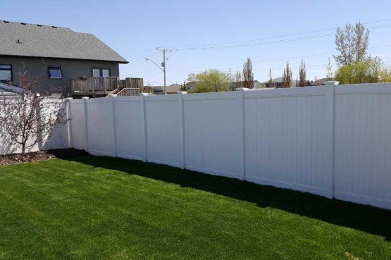 pvc vinyl privacy vence surrounding green lawn of backyard