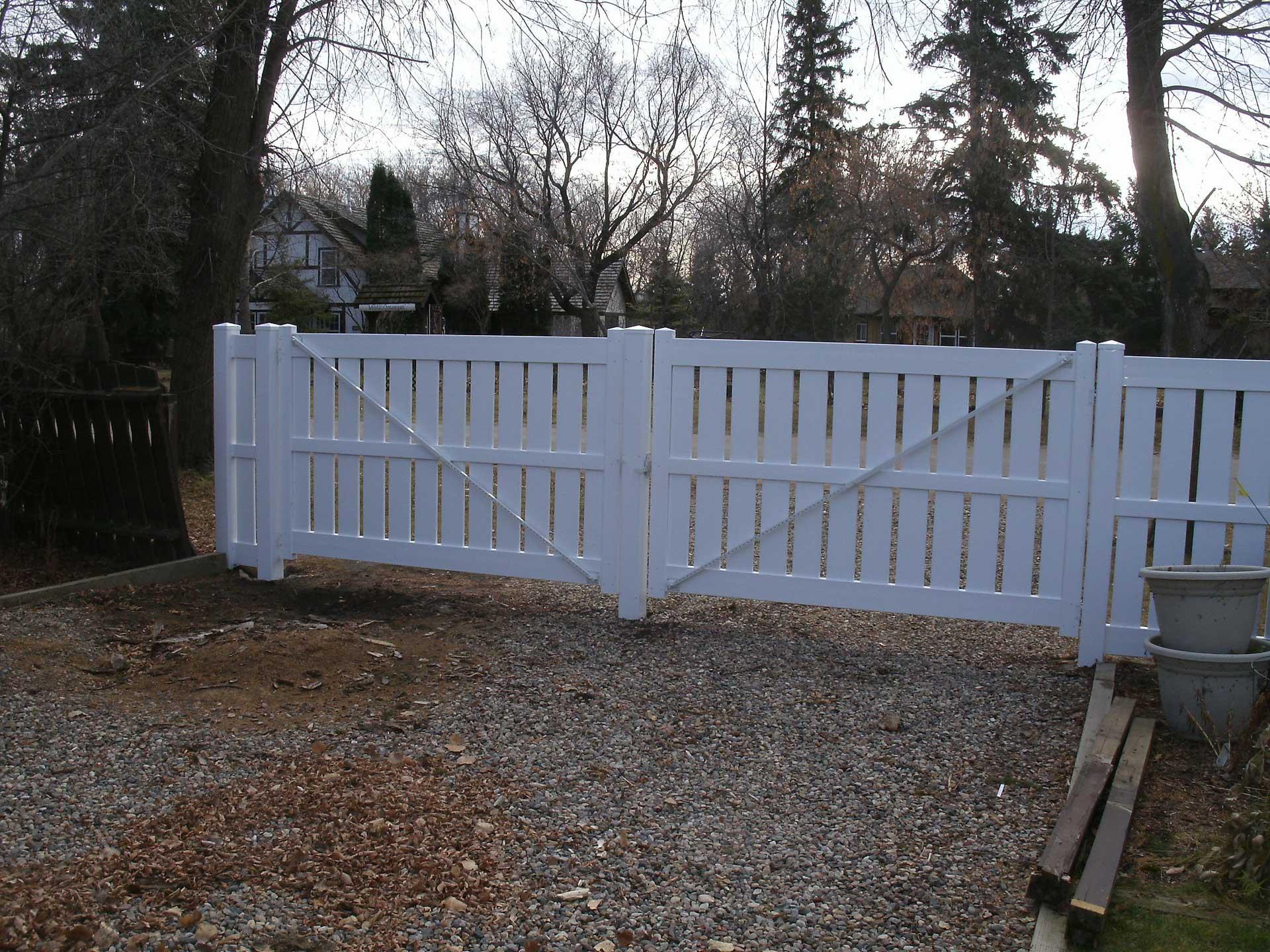 semi-privacy vinyl fence gate